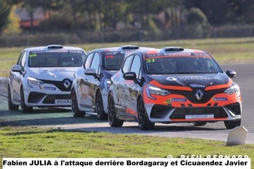 Fabien Julia à l'attaque derrière Bordagaray et Cicuendez Javier la Clio Cup toujours très annimée
